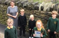 Linthwaite school recieves award for commitment to supporting students' sustainable travel