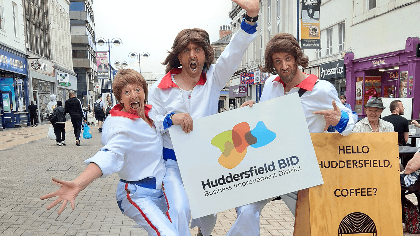 Street Performers to bring weekend fun to Huddersfield Town Centre
