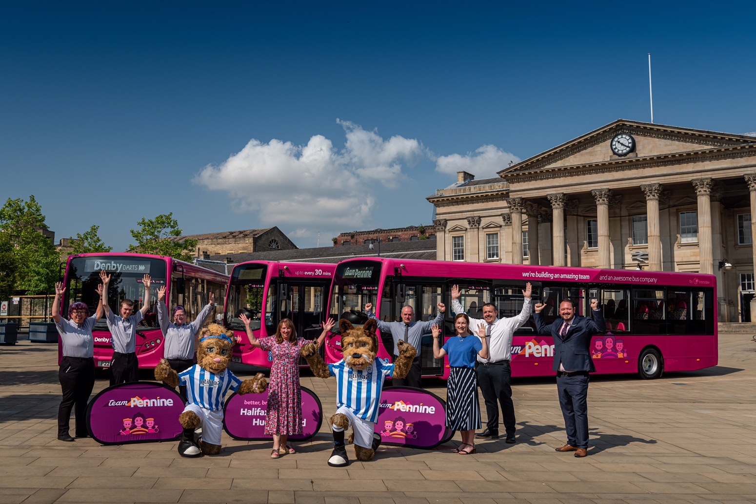 Team Pennine Bus Service to Launch New 'Hudds Quick' Services this Weekend
