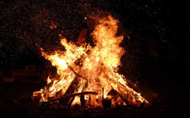 Attending a bonfire this holiday season? Be sure to follow these safety guidelines